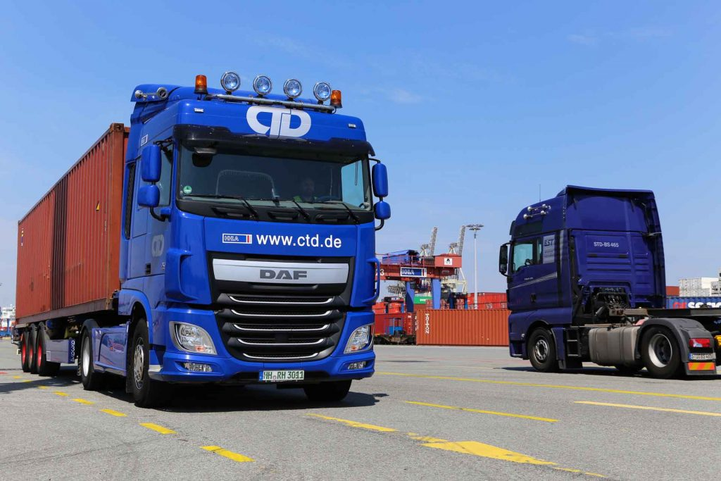 LKW mit Container (Fotonachweis HHLA)
