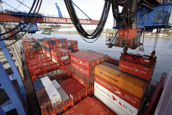 Pre-registration: Hamburg Süd Container unloaded at the port